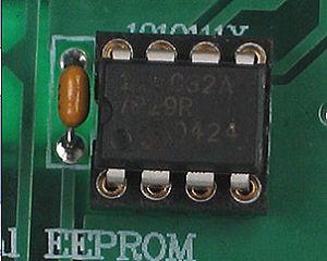 EEPROM (флэш-память) системной платы
