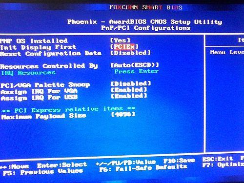 Опция Init Display First должна быть  на PCIEx